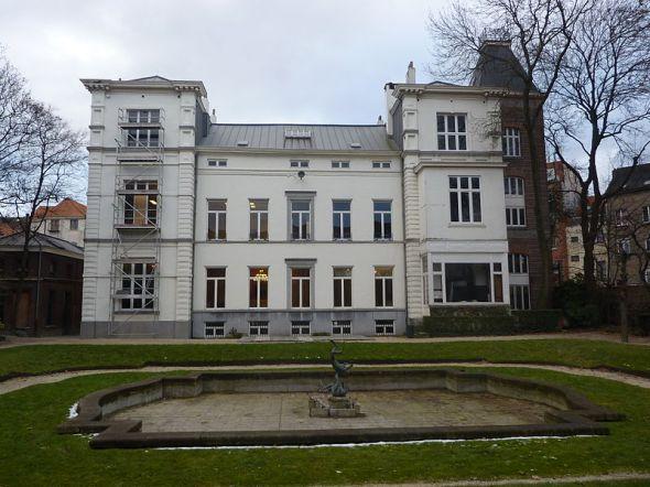 800px-Schaerbeek-Maison_des_Arts-Château_Eenens-Façade_arrière-001
