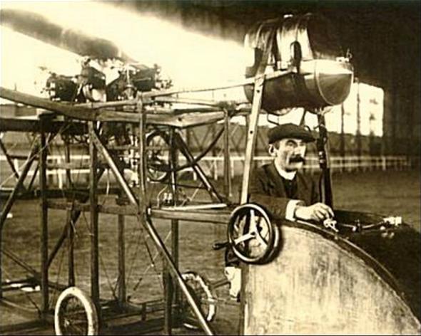 """Villard à Berchem-Sainte-Agather, aux commandes de """"Ornis 2""""  [photo issue de la Collection de Jean-Pierre Lauwers]"""