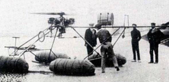 L'Ornis 3, équipé de flotteurs